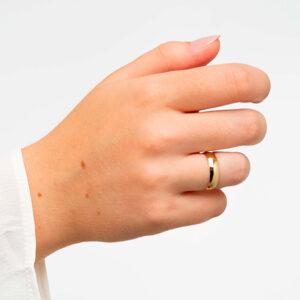 Joyería online alianza de boda Artíes puesta mujer