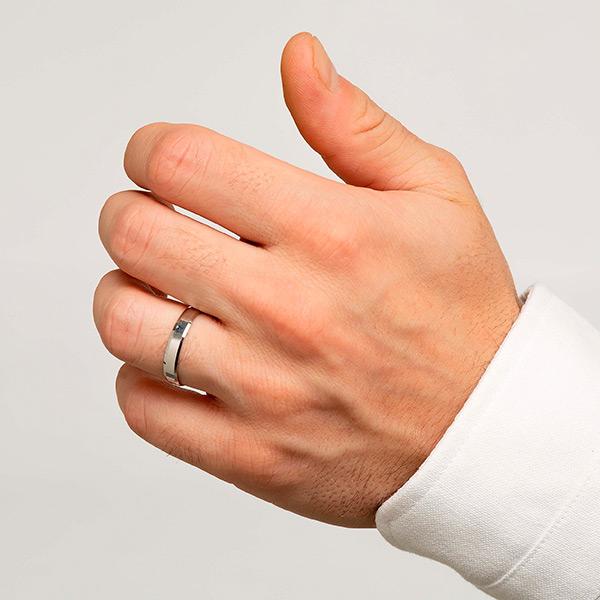 Joyería online alianza de boda Eli White puesta hombre