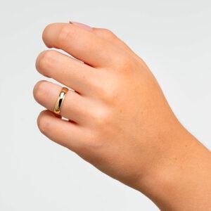 Joyería online alianza de boda Estoril puesta mujer
