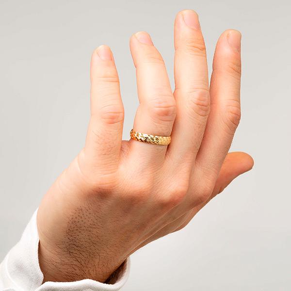 Joyería online alianza de boda Line Star Gold puesta hombre