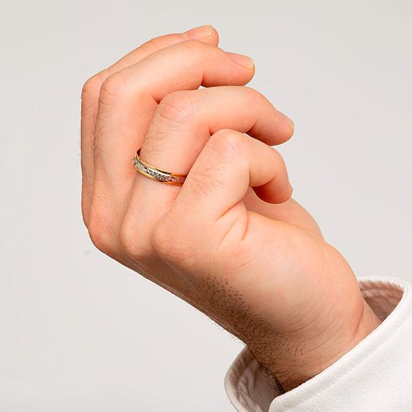 Joyería online alianza de boda Line Star puesta hombre