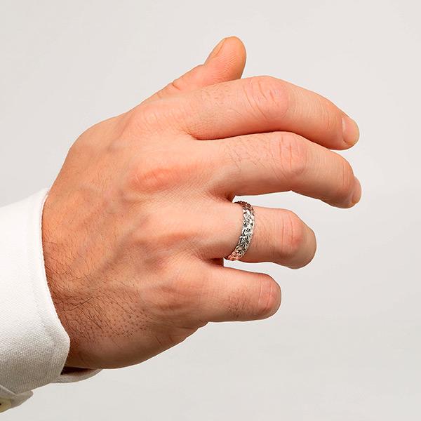 Joyería online alianza de boda Line Star White puesta hombre