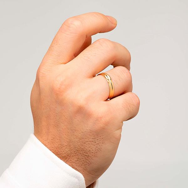 Joyería online alianza de boda Onis puesta hombre