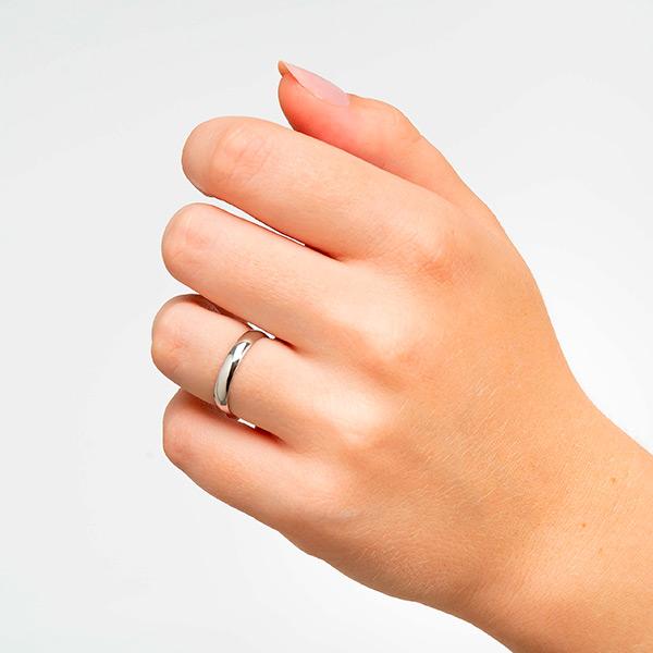 Joyería online alianza de boda Ronda puesta mujer