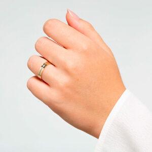 Joyería online alianza de boda Sensación puesta mujer