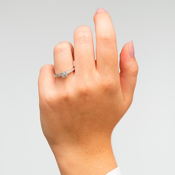 Anillo en oro blanco de 18 kilates con diamantes, Dogma Design