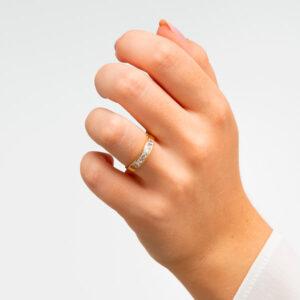 Alianzas de boda, anillo de oro y circonita. Dogma Design