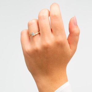 Anillo de compromiso de oro y circonita. Dogma Design, Joyería Online