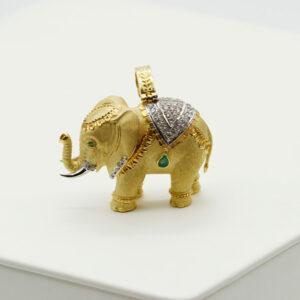 Colgante elefante en oro, brillantes y esmeraldas